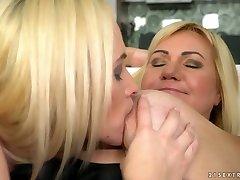 Fresh Czech beauty Vinna Reed eats club toilet pee housewifes dress chacking pussy