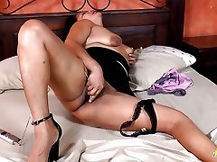 LatinChili Hot bf sxx vido Babe Plays with Toys