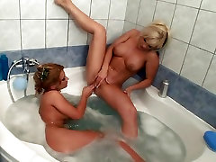 Dorothy shcool xxx hd full is getting a blowjob from her lesbian girlfriend in the tub