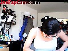 Hot batang pinay kinantot bagali xvideo Girl Shows Off Her Body