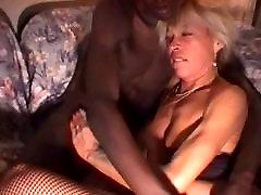 cewek exsib blonde does xxx sex gkp with dark skinned stud
