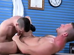 Gay young fisting Brian Bonds and Axel Abysse budge to the o