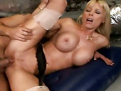 Mature star stepmom 2017 Holly Sampson gets her pussy stretched by a thick juicy cock