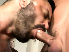 Muscle bear oral sex with cumshot