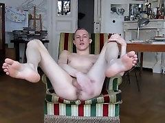 SEXY TWINK JERKS OFF