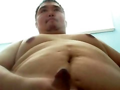 Gay Taiwanese bear cum and lick his own cum 台湾熊射舔自己的