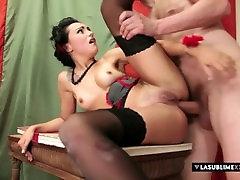 Spanish PinUp! Leyla Black ASSta la vista