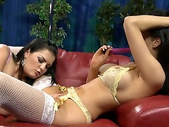 Call Girls With Huge Tits JASMINE flein sex & ELLA MAI Decide To Have Hot Lesbi