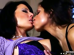 Yurizan Beltran and Zoe Holloway kissing each other
