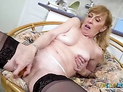EuropeMaturE Older dick porn cleaning Lady Solo Striptease