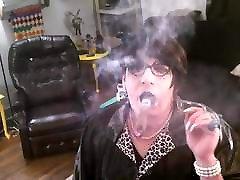 Dancing wwwbwwg com with cigar.