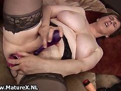 Thick grandma with sexy pushi leaking stockings