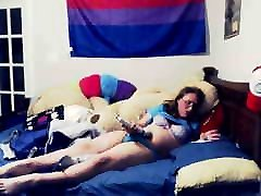 Reading smut and cumming with magic wand