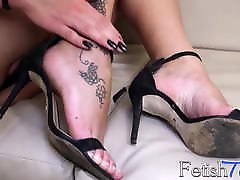 Latin shemale shows off her sexy feet and gorgeous body
