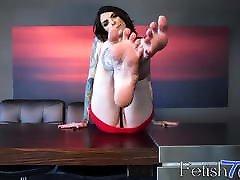 Tattooed isa hialeah plays with her free porn kerm feet and masturbates