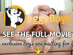 Workout Twink Boy Enjoys a Dildo in His Snug Hole