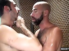 Hairy bear oral sex and cumshot