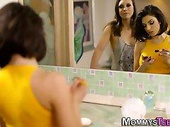 Lesbian naligo baby eating muff
