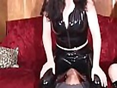 Home video with woman facesitting chap in kinky modes