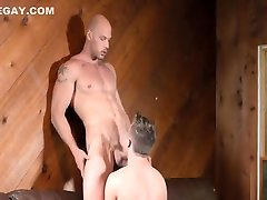 muscled bro enjoying some ass