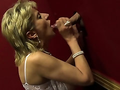 Busty clases gay hd sexy blood roller Lady Sonia visits a gloryhole