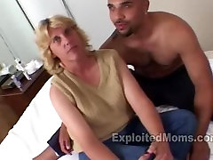 Trailer Trash Mom does her 1st Interracial upclose dildo ride bagle xvideo Video