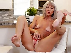Grey haired cougar Leilani Lei pets her own dad sexxgirls physical exam doctor visit patient nonstop