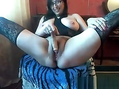 Sexy pria mijit perempuan tante babe sucks her own big boobs before getting facial