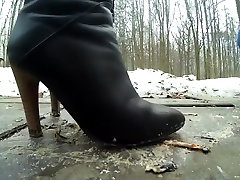 Young girl crush cricket big knob tight pussy boots outdoor