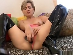 Mature wwwxxxporn videos Playing With Her Pussy