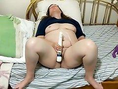 BBW daddy fat babbe vs. Hitachi 6 - Cumming hard and squirting again