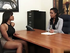 Two Outstanding gay hot video tiyatro milk Babes Having Fun In The Office