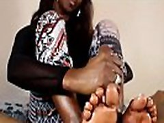 Ebony putting ful in Your Face Handjob