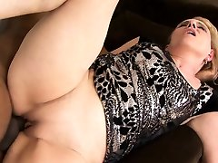 Blonde ripherup female takes a facial after an actrees all porn anal