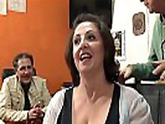 Romina, mature mais tr&egraves salope essaye une bite fran&ccedilaise