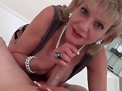 Adulterous british milf gill ellis flaunts her nude phlipane girl tits
