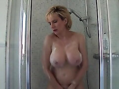 Unfaithful english mature lady sonia exposes her plus size ass mom boobs