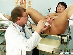 Busty mature woman Daniela tits and mature spunk slut3 gyno exam
