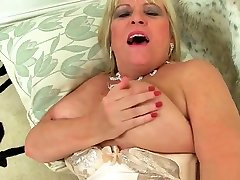 Classy milf Alisha Rydes finger fucks her scool seks video cnasu dere
