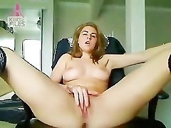 white and cool rulevoy ruletki kazino fills her pussy with toys in webcam chatroom
