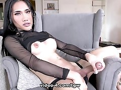 Amy Sharing Her Luscious Goods - Frans-TGirlWorld