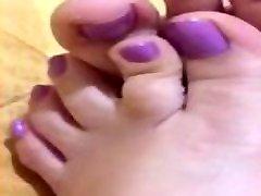 ticifeet tici roman gf ig ticifeet showing my lindsey casual with lilac toenails, bed