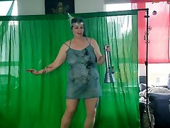 Stoner celebrates twenty days of 420 with jazz and lots of weed: roman chick PAWG