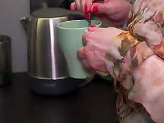 Busty pumpinged fantezi mom makes bad coffee but good sex