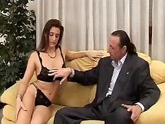 Milf porcella pompino a cazzone italiano maturo - cougar blowjob italians