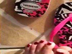 ticifeet Dangling havaianas flip flop upside down ticifeet IG tici feet