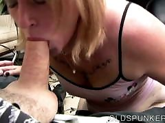 Cock hungry short sunny lieon blonde sucks dick for a facial cumshot