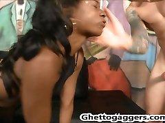 Ebony slut Trazcy Kush deepthroats White Cocks & gets DP´d