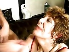 Mature Woman Likes to Play with Herself