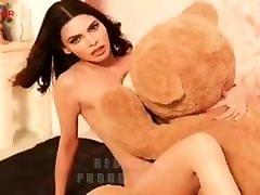 Desi hot actress goes nude